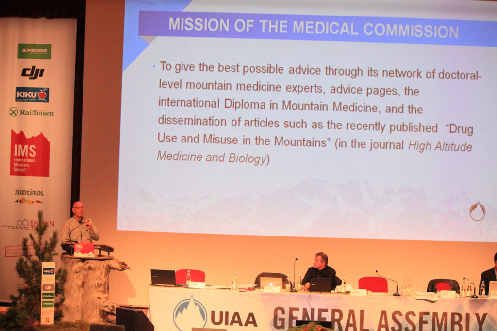 George Rodway address delegates at the 2016 UIAA General Assembly